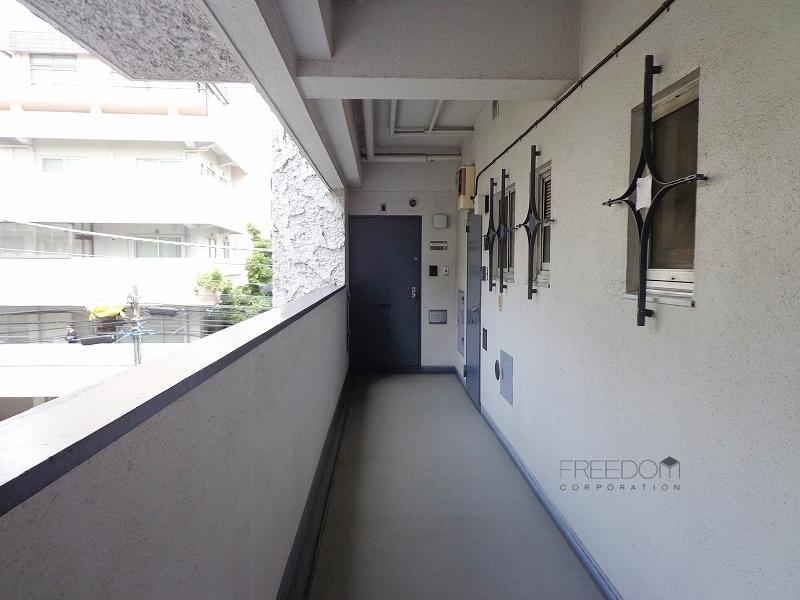 秀和高樹町レジデンス-共用廊下