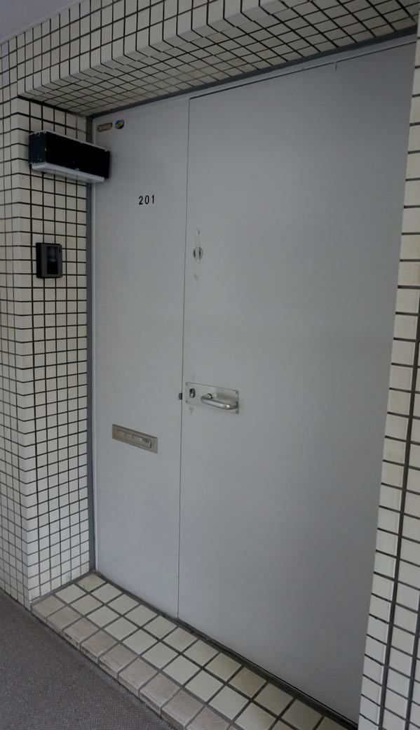 サンライン南青山ハイツ201玄関.jpg