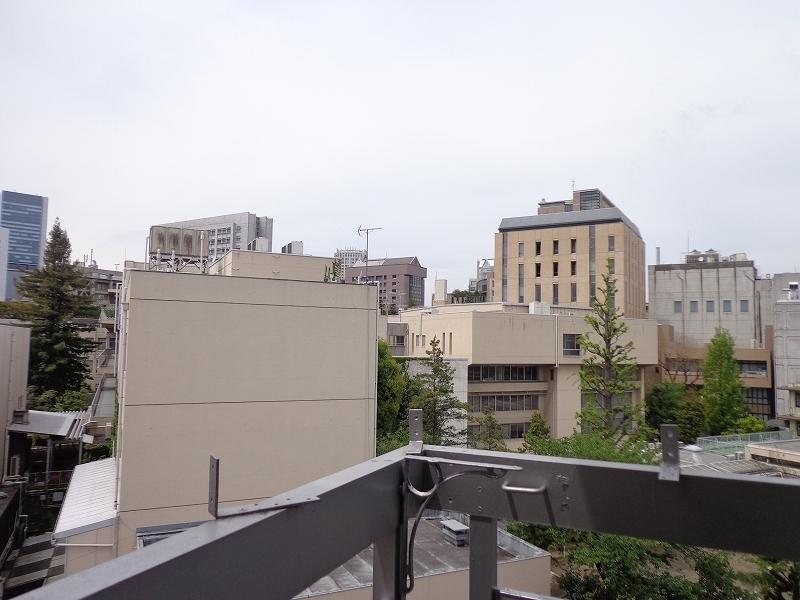 青山コーポラスの室内からの眺望