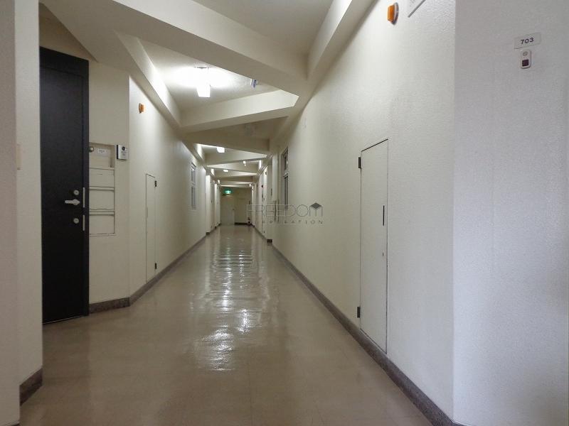 青山コーポラスの共用廊下