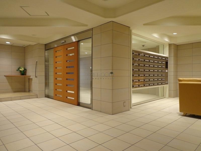 青山コーポラスのエントランスホール画像