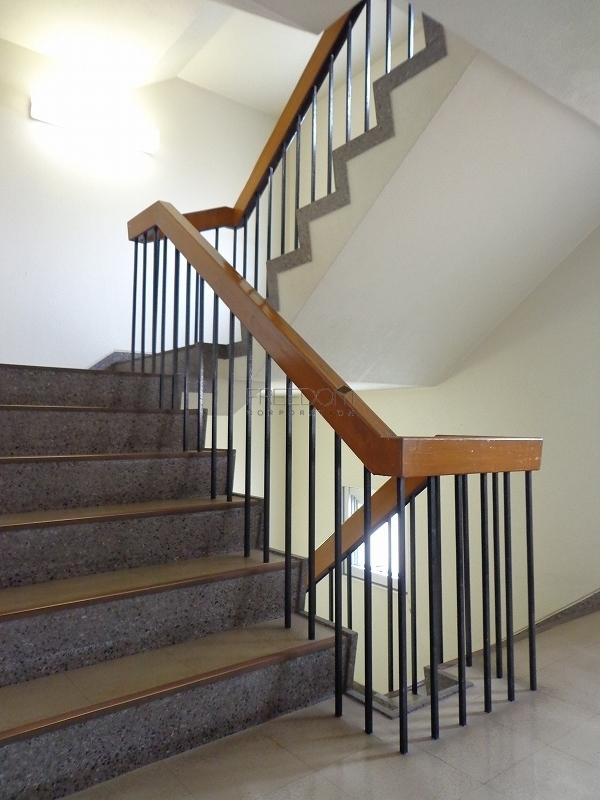 青山コーポラスの共用階段の画像