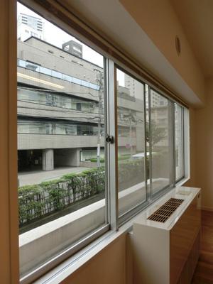 ヴィラ赤坂_窓.jpg