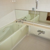 bathroom_5251003736.jpg
