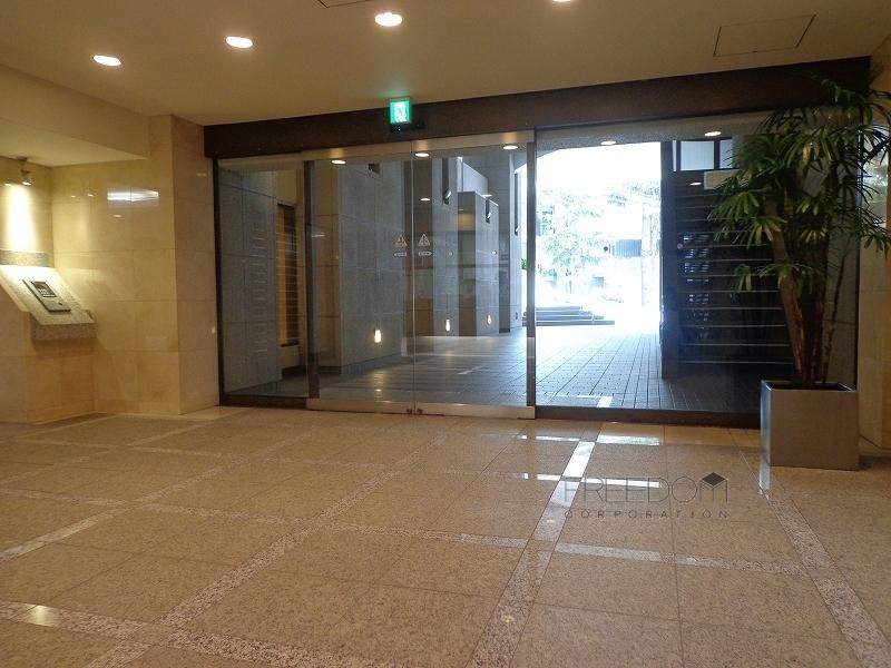 赤坂パインクレストのエントランス画像
