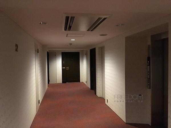 原宿ペアシティの共用廊下