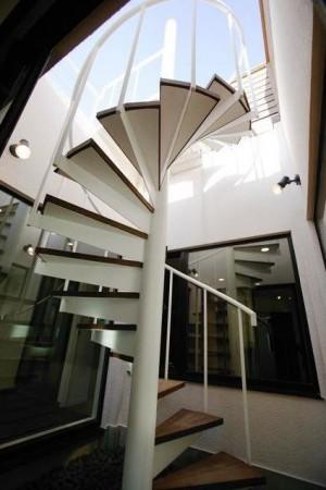 301バルコニー階段