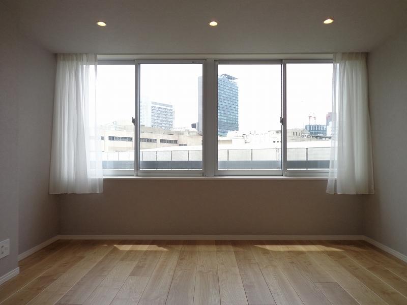 青山コーポラスの洋室の南側窓