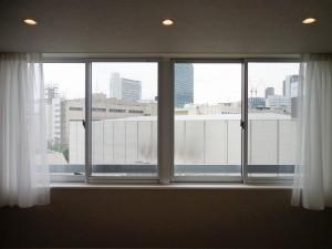青山コーポラスの洋室