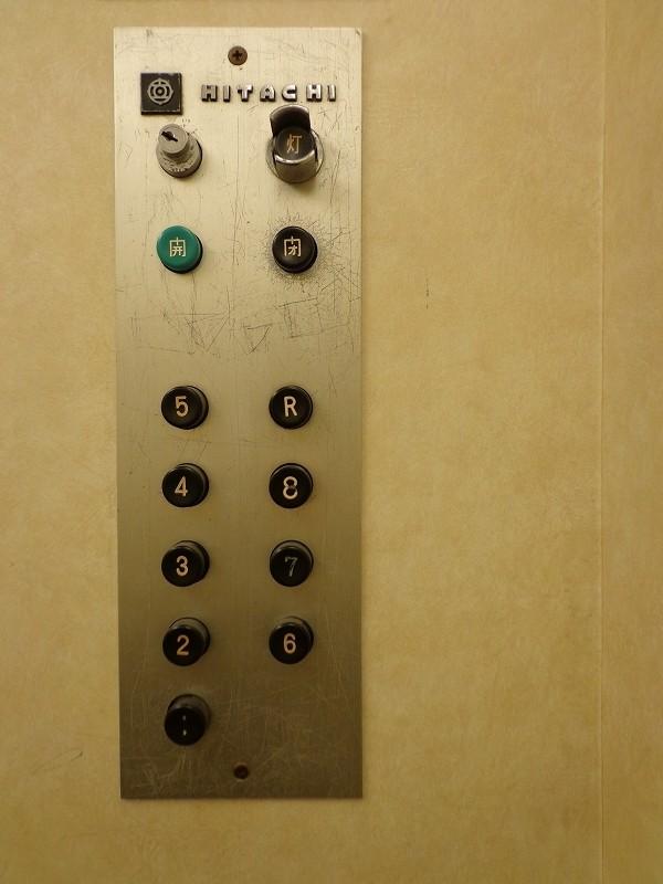 青山コーポラスのエレベーター内の画像
