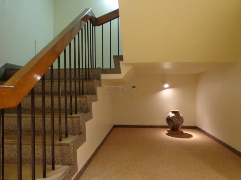 青山コーポラスの共用階段