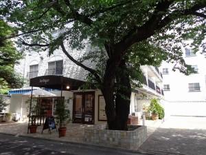 秀和第2北青山レジデンスの1階店舗画像